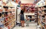 Consumi, meno cibo e vestiti ma sempre più tv e smartphone